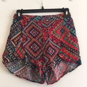 Pleated patterned shorts from LF